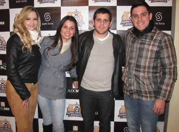 Na foto, Cássio Almeida e Emanuelle Ribeiro, com a dupla na Exposição Agropecuária de Resende Costa no ano de 2012.