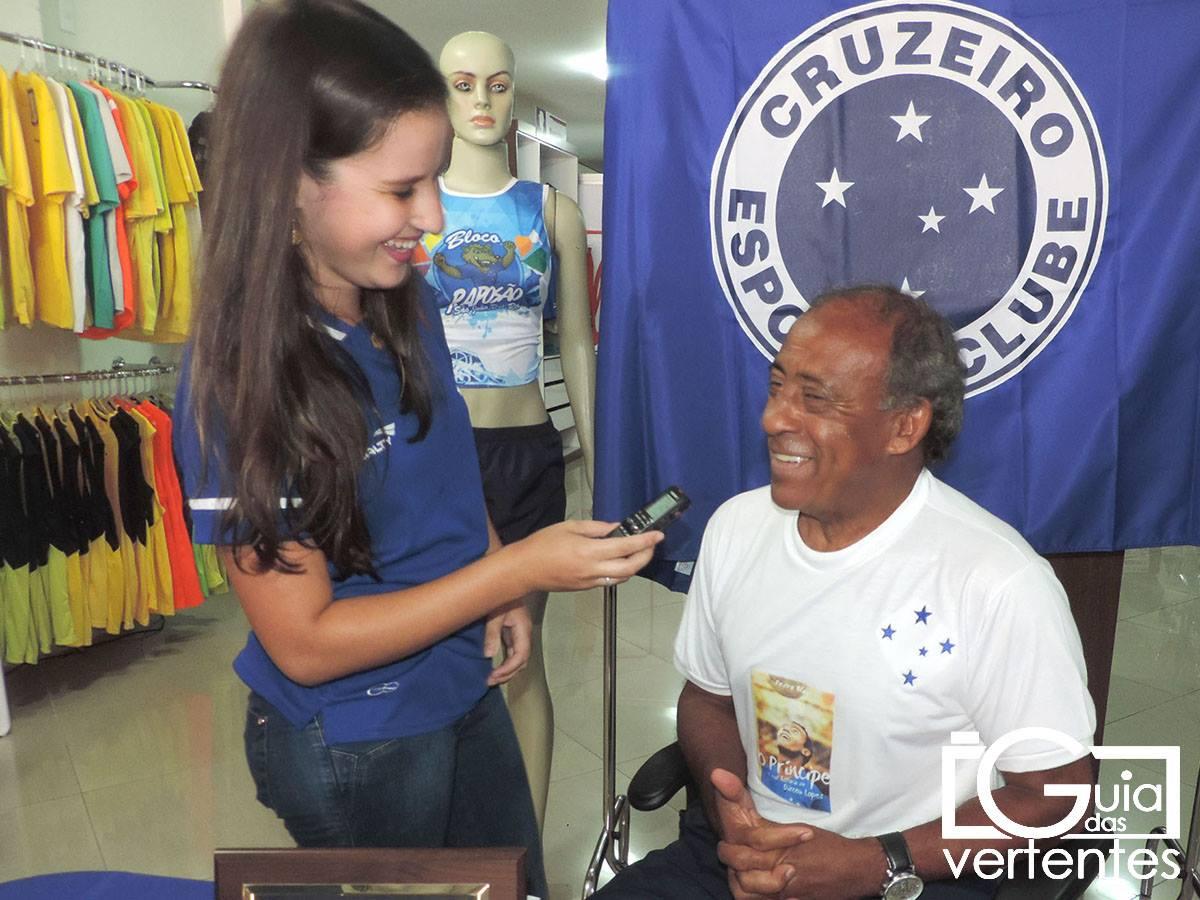 Na foto, o príncipe Dirceu Lopes e a radialista Vanuza Resende.