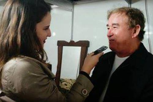 Na foto, Amado Batista conversando com a locutora Vanuza Resende durante a Expô RC 2016.